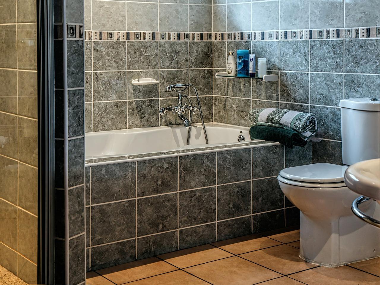 Płytki do łazienki i do kuchni. Na co zwrócić uwagę?  - Zdjęcie główne
