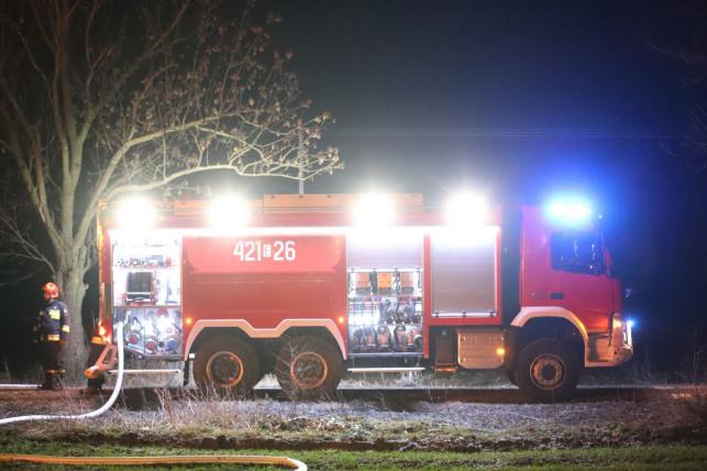 Duży pożar w Łęczycy, kilka osób rannych! Jedna z nich w kutnowskim szpitalu - Zdjęcie główne