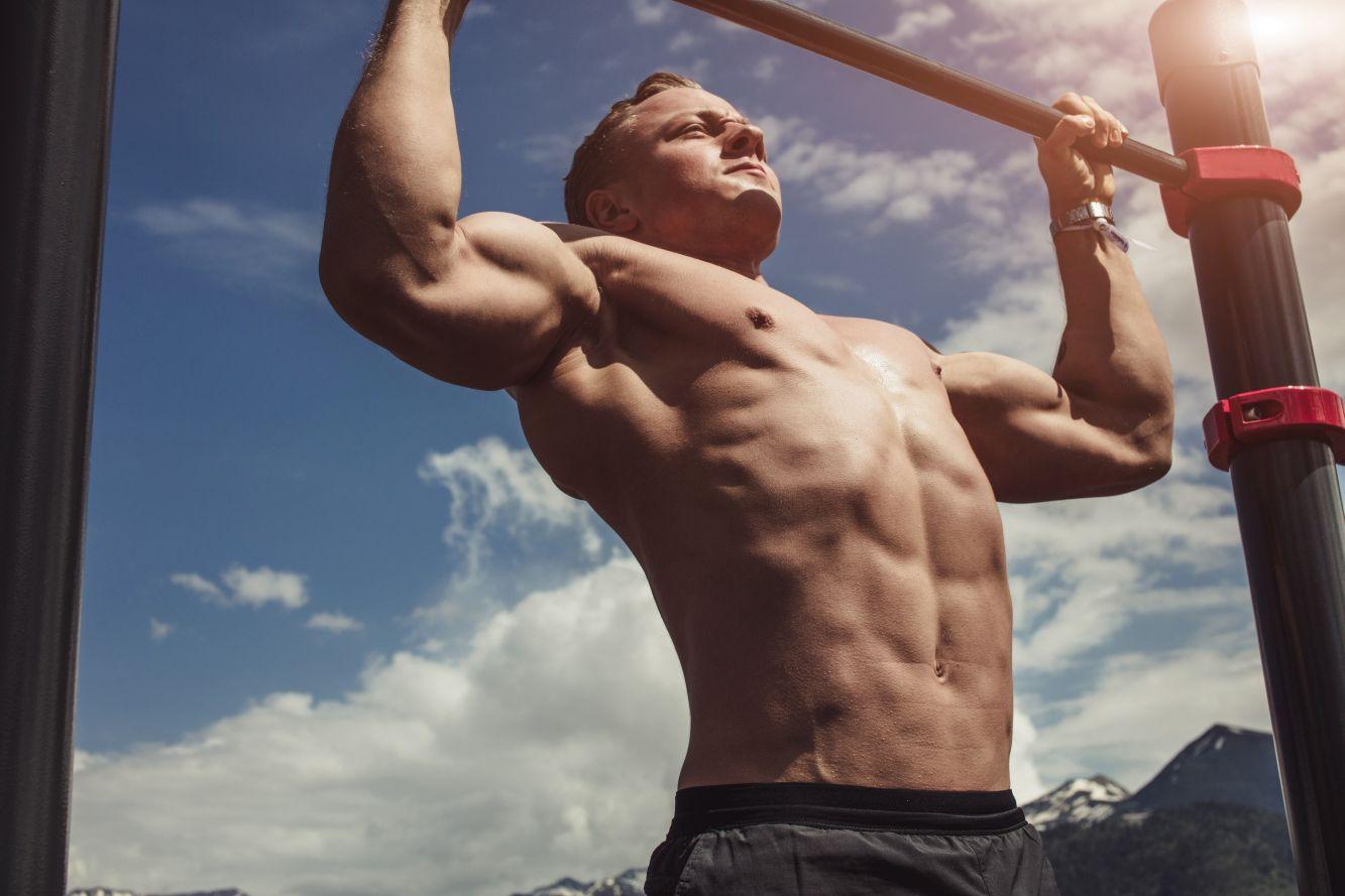 Trening na drążku do podciągania – sposób na ładnie wyrzeźbione mięśnie - Zdjęcie główne