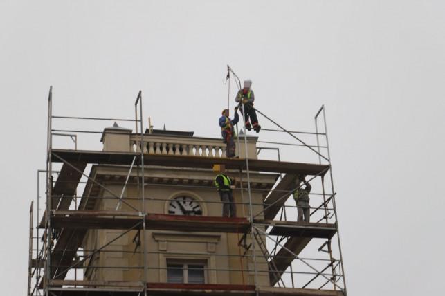 [ZDJĘCIA] Prace na wysokościach w centrum. Co się dzieje z budynkiem muzeum? - Zdjęcie główne