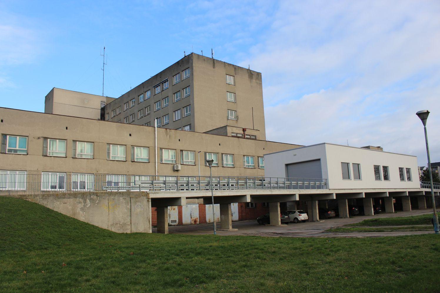 Pacjent wypadł z okna szpitala w Kutnie. Mężczyzna nie przeżył - Zdjęcie główne