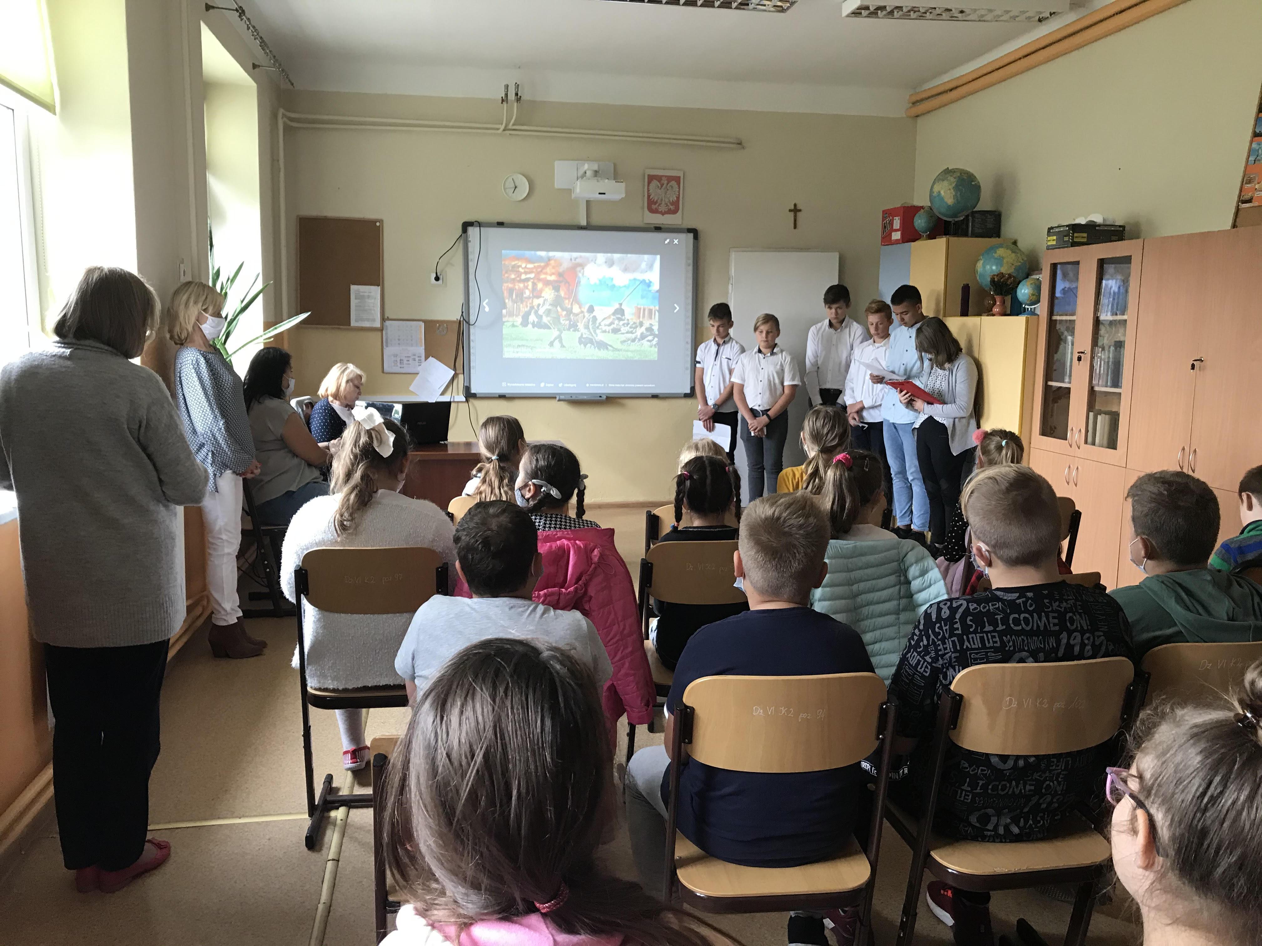 [ZDJĘCIA] Szkoła Podstawowa we Wroczynach świętuje! To ważna uroczystość  - Zdjęcie główne