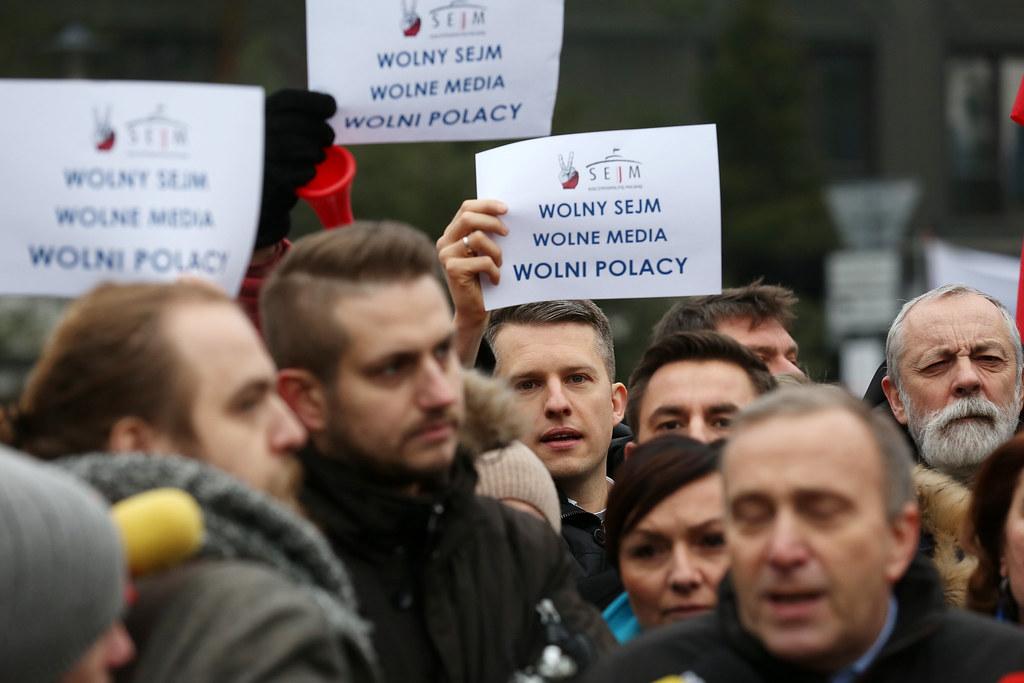 """KOD i mieszkańcy regionu będą protestować w obronie Wolnych Mediów. """"PiS, jak tchórz, boi się prawdy"""" - Zdjęcie główne"""