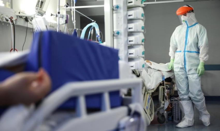 """Kulisy pracy na oddziale covidowym w Kutnie. Ordynator: """"To traumatyczne przeżycie dla personelu i pacjentów"""" - Zdjęcie główne"""