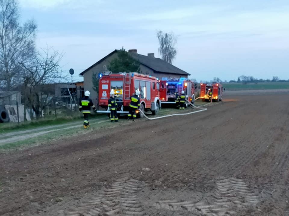 [FOTO] Duży pożar w gminie Kutno. Z żywiołem walczyło kilka zastępów - Zdjęcie główne