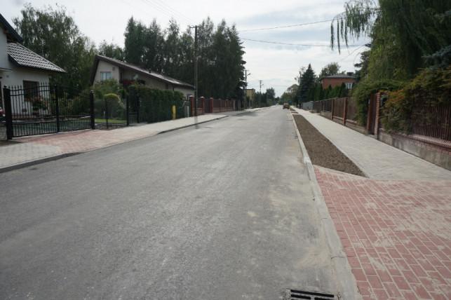 [ZDJĘCIA] Kolejna droga wyremontowana. Kosztowała ponad 1,6 miliona złotych - Zdjęcie główne