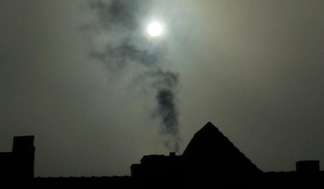 [SMOG] Fatalna jakość powietrza w Kutnie. Tak źle nie było od dawna - Zdjęcie główne