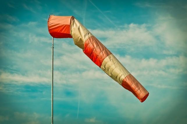 Uwaga, nadciąga silny wiatr! - Zdjęcie główne
