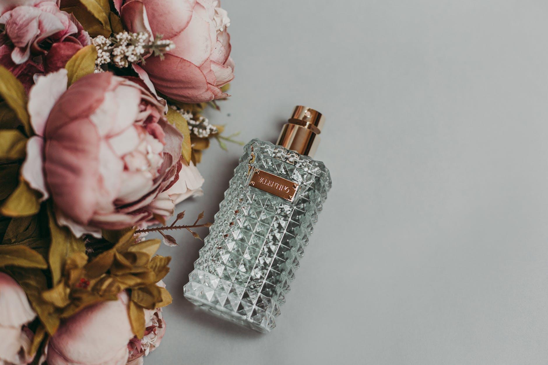 Jak wybierać perfumy na prezent, na co zwracać uwagę? - Zdjęcie główne