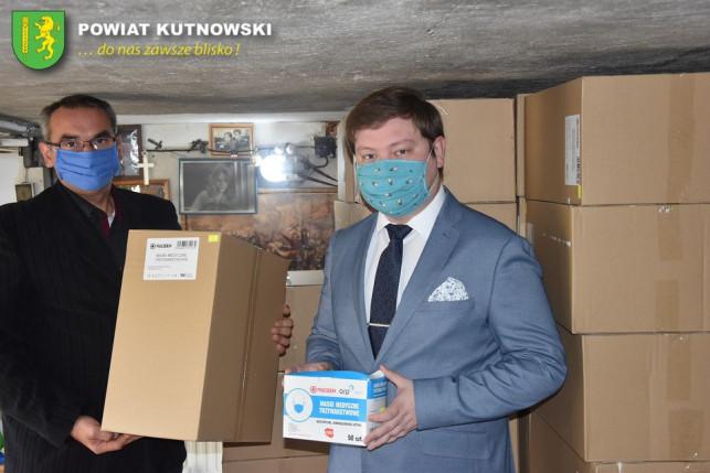 [ZDJĘCIA] Powiat otrzymał prawie 100 tys. maseczek, dzisiaj przekazuje je gminom - Zdjęcie główne
