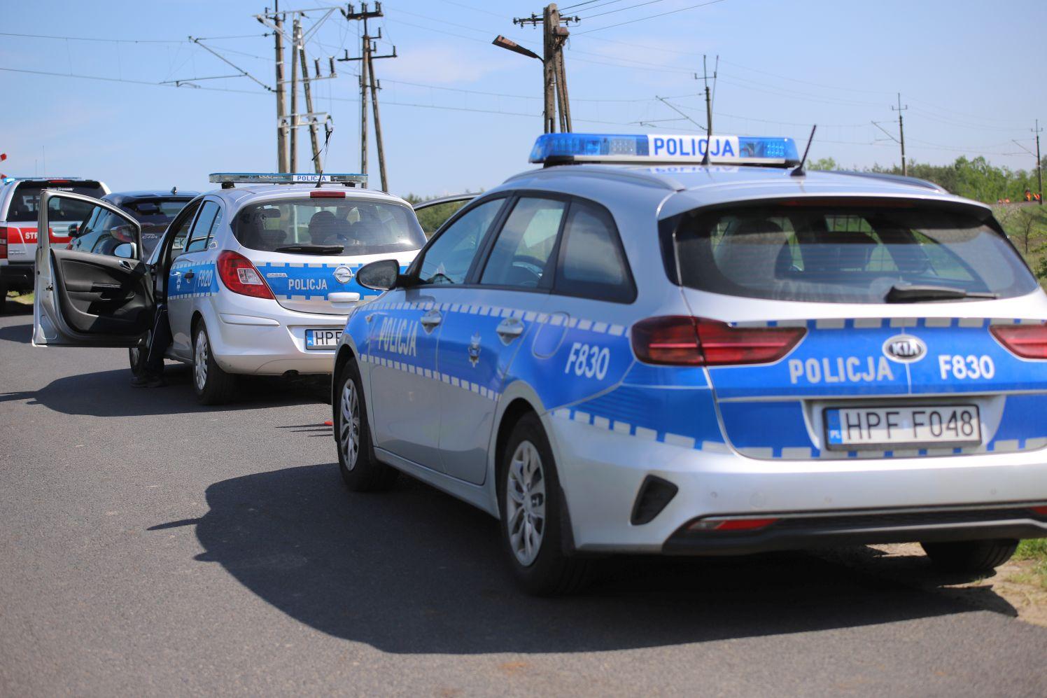 Ukradli tablice rejestracyjne w powiecie kutnowskim, potem paliwo, a na końcu zakopali się w polu - Zdjęcie główne
