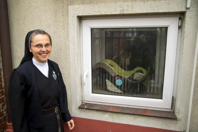 Noworodek z Okna Życia jest już w rodzinie zastępczej! Wiemy, jakie imię nadały mu siostry zakonne - Zdjęcie główne