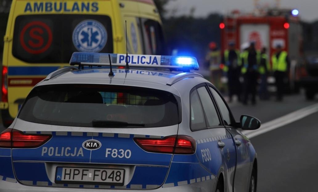 Kraksa z udziałem busa i osobówki. Na miejscu straż, policja i pogotowie - Zdjęcie główne