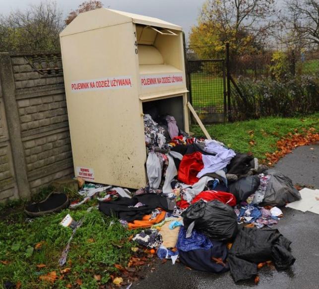 Śmieci w kontenerach... PCK. To przez podwyżki cen za wywóz odpadów? - Zdjęcie główne