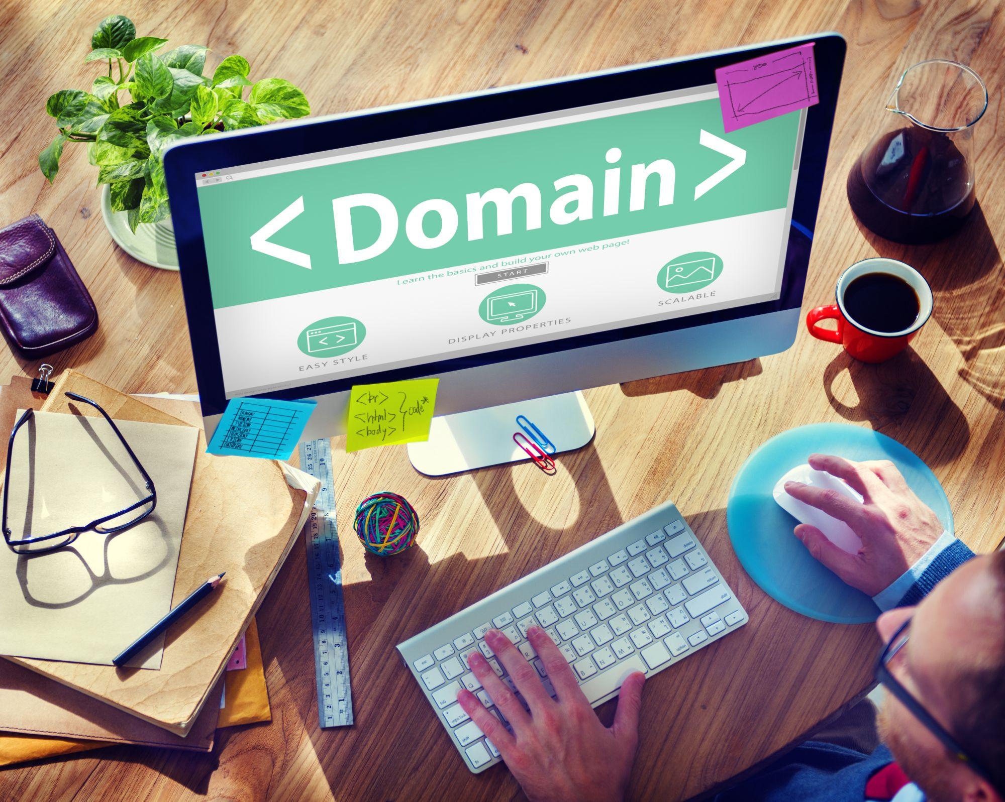 Na co zwrócić uwagę przy rejestracji domeny i wyborze hostingu? - Zdjęcie główne