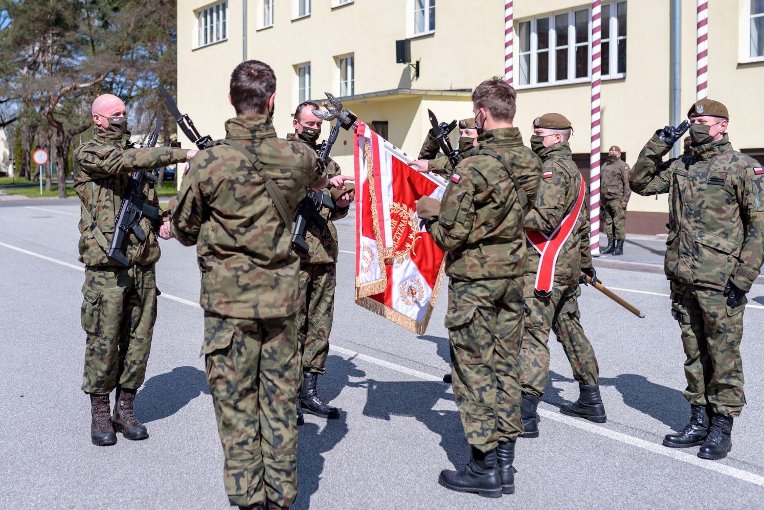 [ZDJĘCIA] Obrona Terytorialna: Święto i przysięga nowych żołnierzy. Wśród nich 13 kobiet - Zdjęcie główne