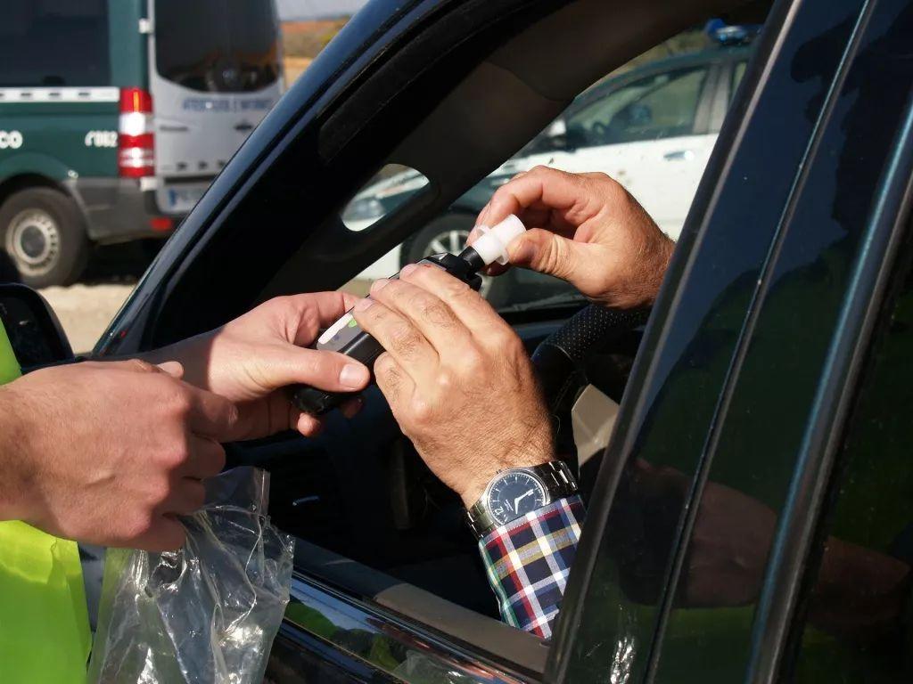 Ile promili można mieć, żeby po alkoholu prowadzić samochód? Sprawdź - Zdjęcie główne