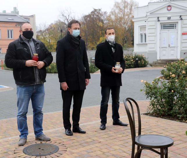 [FOTO] W Kutnie zapłonęły znicze. Oddali hołd ''Twórcom Niepodległej'' - Zdjęcie główne