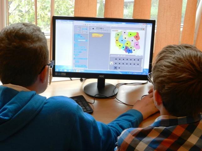 Ponad 100 komputerów za prawie 100 tys. zł! Otrzymają je uczniowie z naszego powiatu - Zdjęcie główne