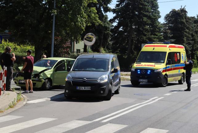 [ZDJĘCIA] Kraksa na skrzyżowaniu Północnej z Kasztanową. Zderzyły się 3 auta - Zdjęcie główne