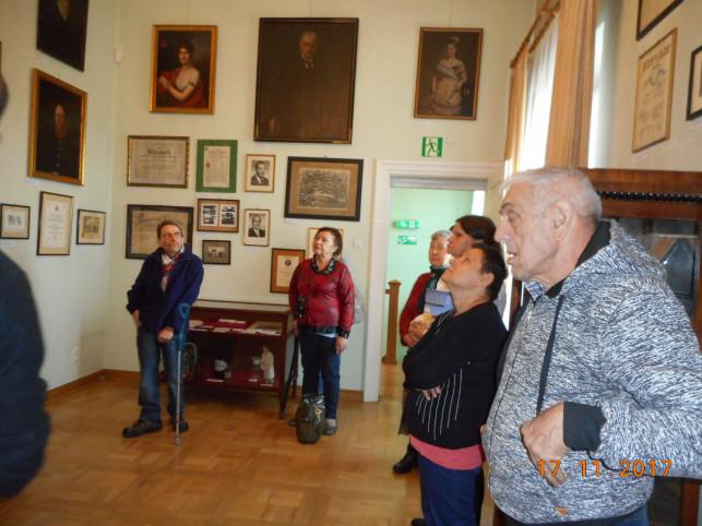 Seniorzy odwiedzili Muzeum w Krośniewicach - Zdjęcie główne