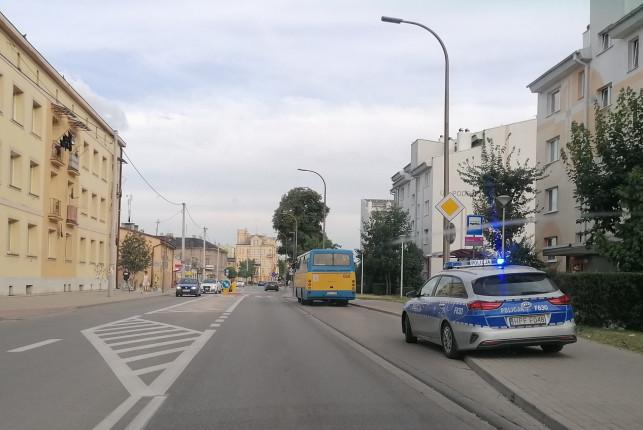 [AKTUALIZACJA, FOTO] Nieprzyjemny incydent w centrum. Karetka zabrała pasażerkę MZK - Zdjęcie główne
