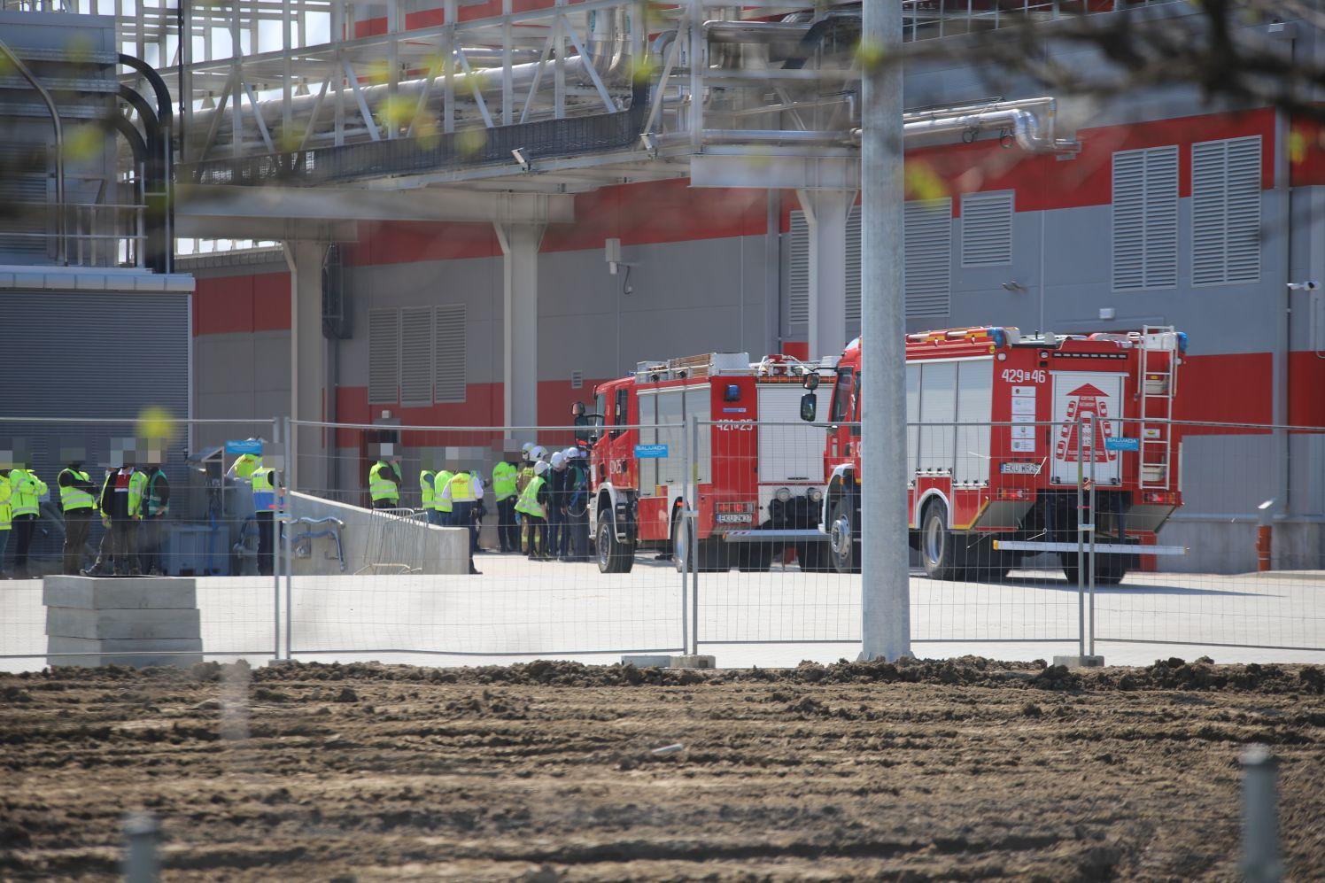 [ZDJĘCIA] Straż pożarna w jednej z firm kutnowskiej strefy. Co się stało? - Zdjęcie główne