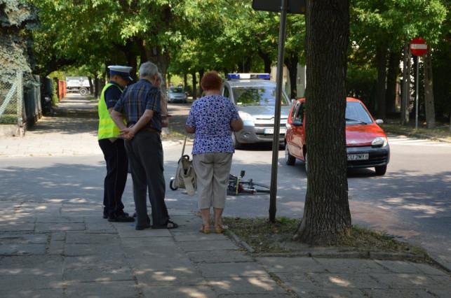 [AKTUALIZACJA] Rowerzysta potrącony przez osobówkę na Lelewela - Zdjęcie główne