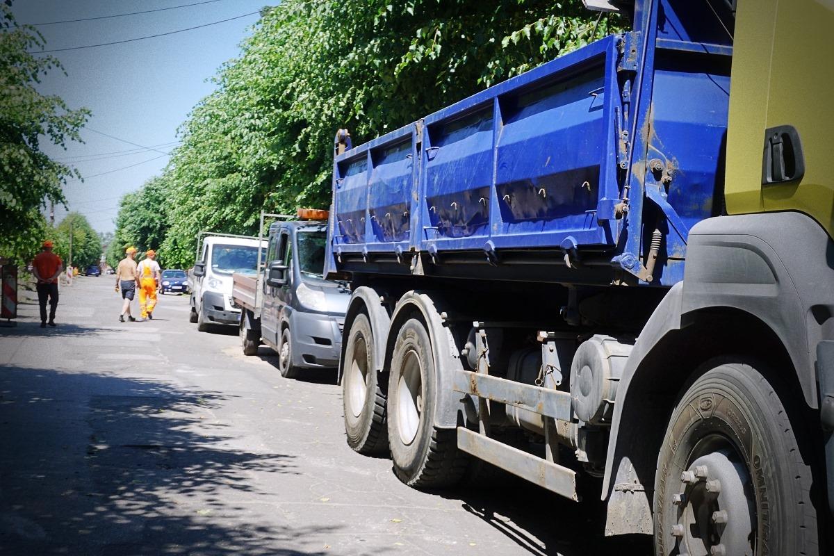 [FOTO] Ruszyły prace remontowe na ul. Morcinka. Urząd prosi mieszkańców o wyrozumiałość - Zdjęcie główne