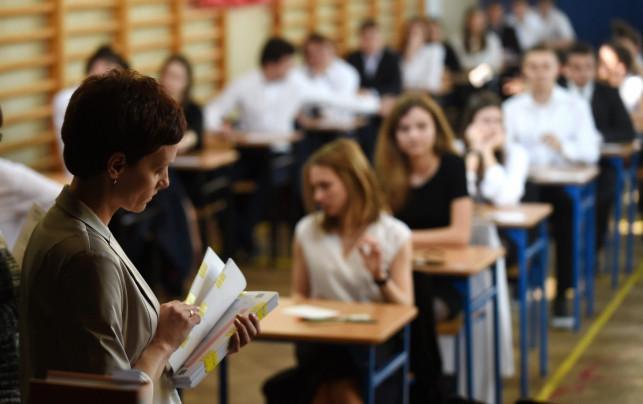 Zmora maturzystów, czyli egzamin dojrzałości z matematyki. Ruszył drugi dzień matur  - Zdjęcie główne
