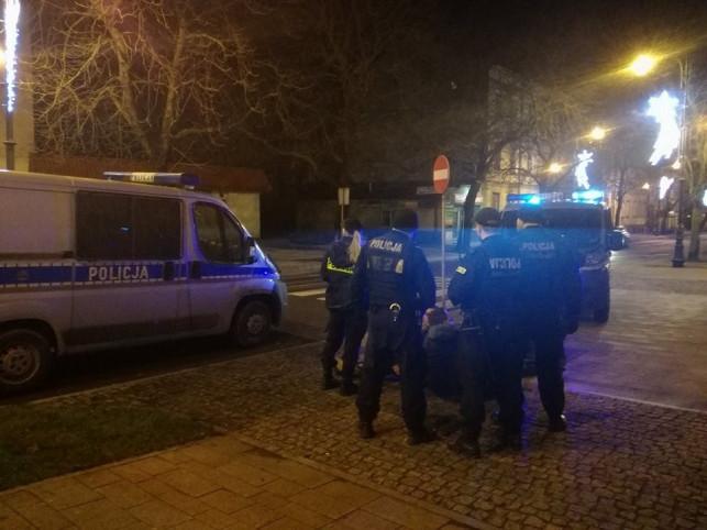 Wypadek na Sklęczkowskiej - samochód dosłownie przejechał mężczyznę - Zdjęcie główne