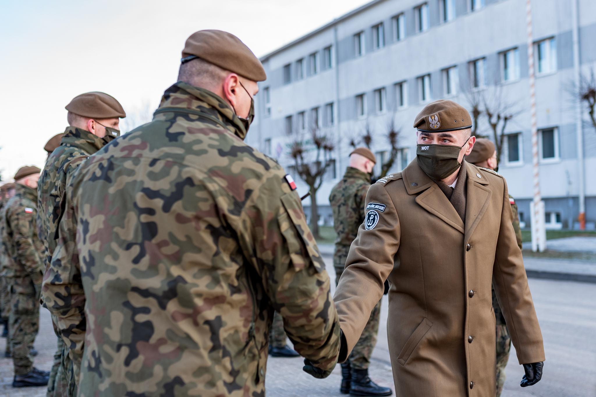 [ZDJĘCIA] Zmiany w kutnowskim batalionie. Pożegnano pierwszego dowódcę - Zdjęcie główne