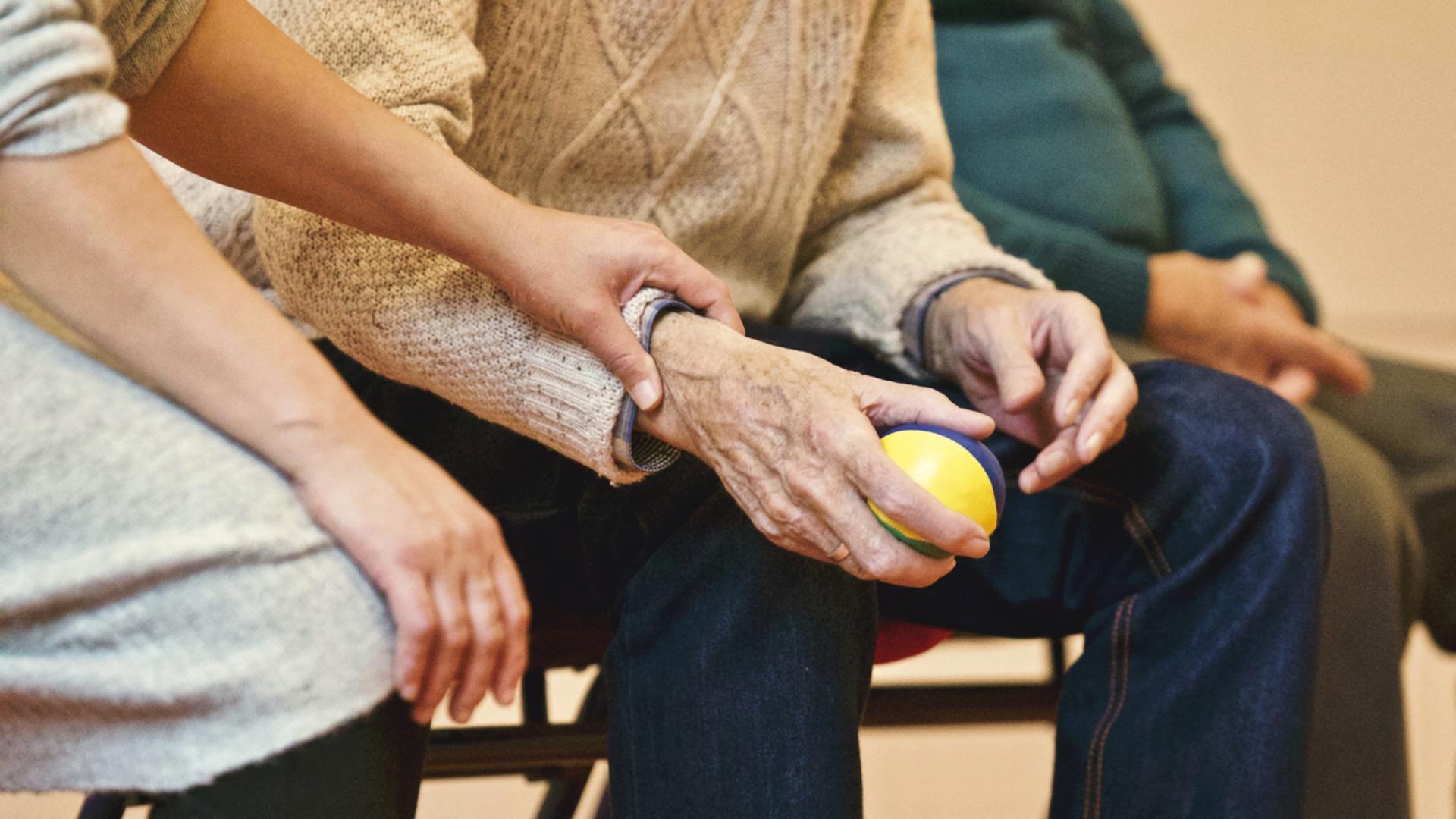 Mój pierwszy kontrakt jako opiekunka seniora, na co powinnam zwracać uwagę? - Zdjęcie główne