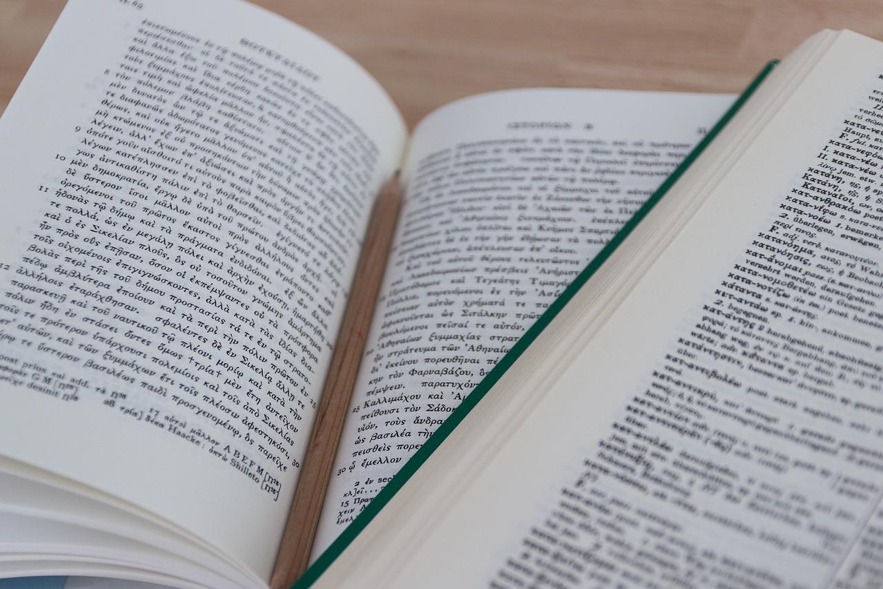 Tłumacz przysięgły – kiedy warto skorzystać z jego usług? - Zdjęcie główne