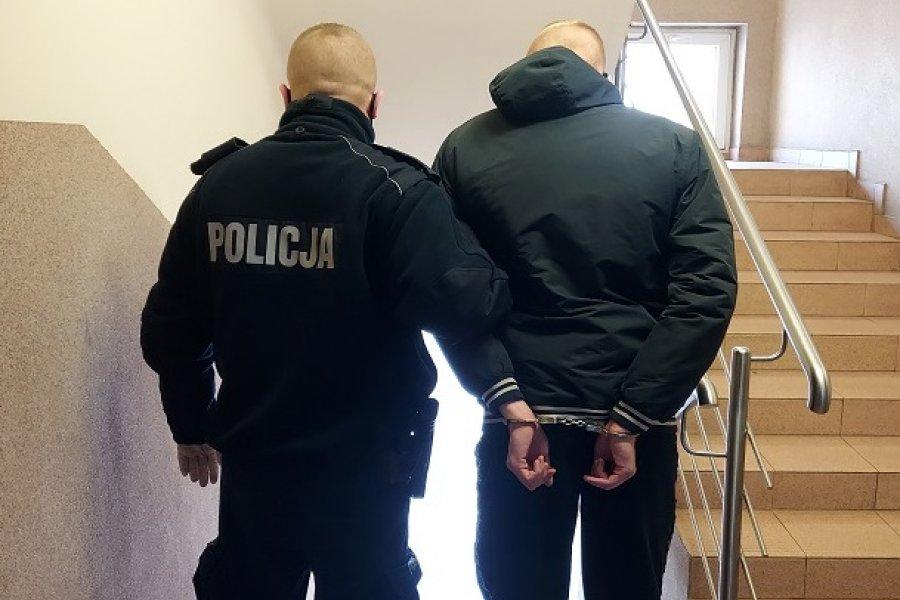 Kutnowska policja zatrzymała włamywacza. Ukradł m.in... ponad 140 kinder-niespodzianek - Zdjęcie główne
