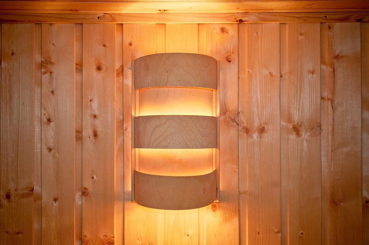 Eleganckie lampy ścienne - jak wybrać kinkiety idealnie dopasowane do wnętrza? - Zdjęcie główne