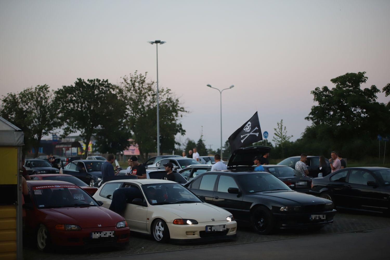 Ryk silników, pisk opon i setki osób pod galerią. Trwa Illegal Night Kutno [ZDJĘCIA] - Zdjęcie główne