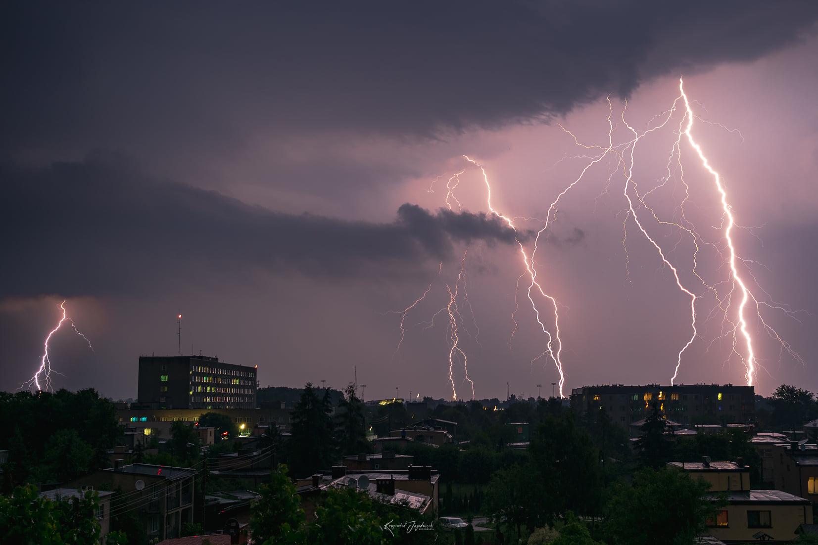 Nadciągają kolejne burze. Wydano ostrzeżenie dla powiatu kutnowskiego - Zdjęcie główne