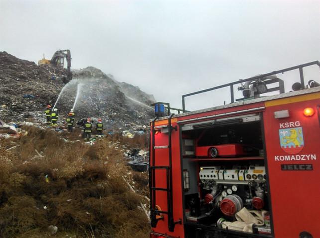[WIDEO] Wysypisko  śmieci znów w ogniu! Strażacy z całego powiatu walczą z żywiołem! - Zdjęcie główne