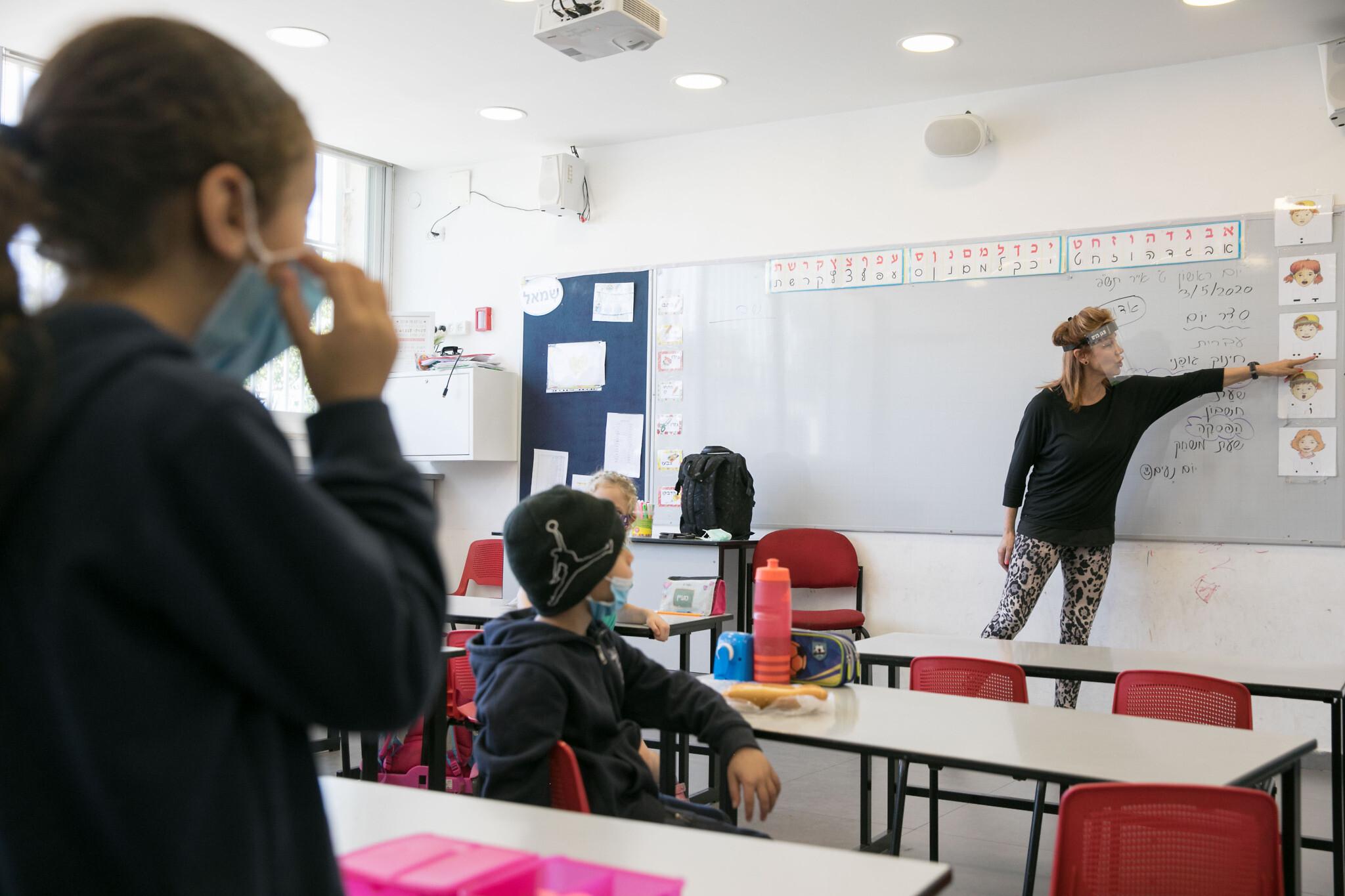 Szczepienia nauczycieli już w przyszłym tygodniu. Kiedy dzieci wrócą do szkół? - Zdjęcie główne