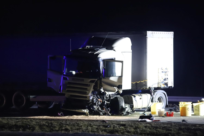 [ZDJĘCIA] Śmiertelny wypadek na autostradzie. Kierowca jechał pod prąd, zginął po zderzeniu z ciężarówką - Zdjęcie główne