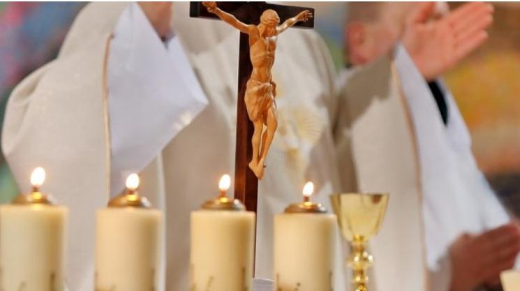 Wierni mają gorzej? Arcybiskup pisze do premiera ws. drastycznych ograniczeń w kościołach - Zdjęcie główne