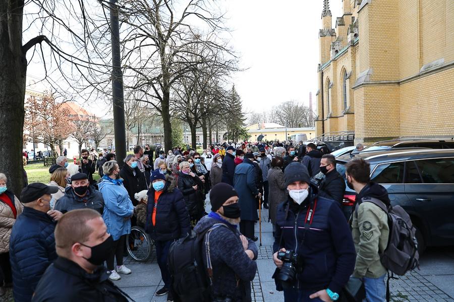 Pożegnanie Krzysztofa Krawczyka. Trwają uroczystości pogrzebowe - Zdjęcie główne