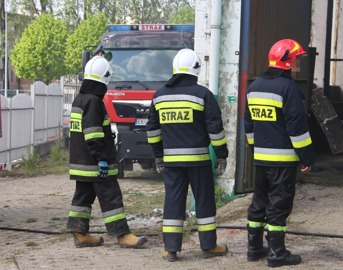 Zalało piwnicę w szkole podstawowej. Pracowity dzień strażaków z powiatu kutnowskiego [ZDJĘCIA] - Zdjęcie główne