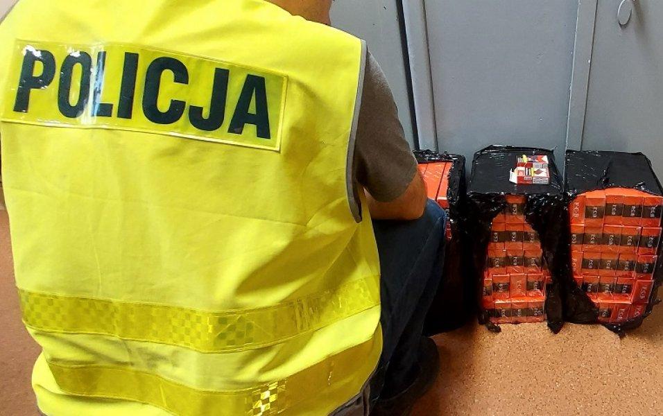 Wpadł na gorącym uczynku. Policjanci zatrzymali go, gdy przepakowywał towar [FOTO] - Zdjęcie główne