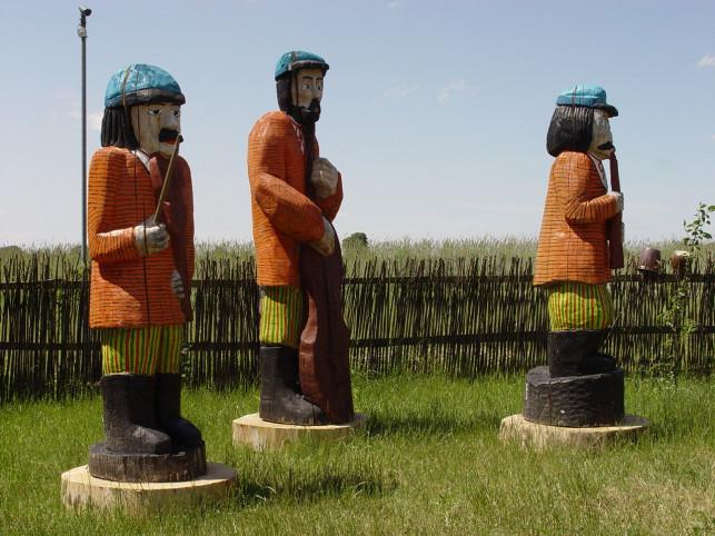 Kutnowskie rzeźby w skansenie - Zdjęcie główne
