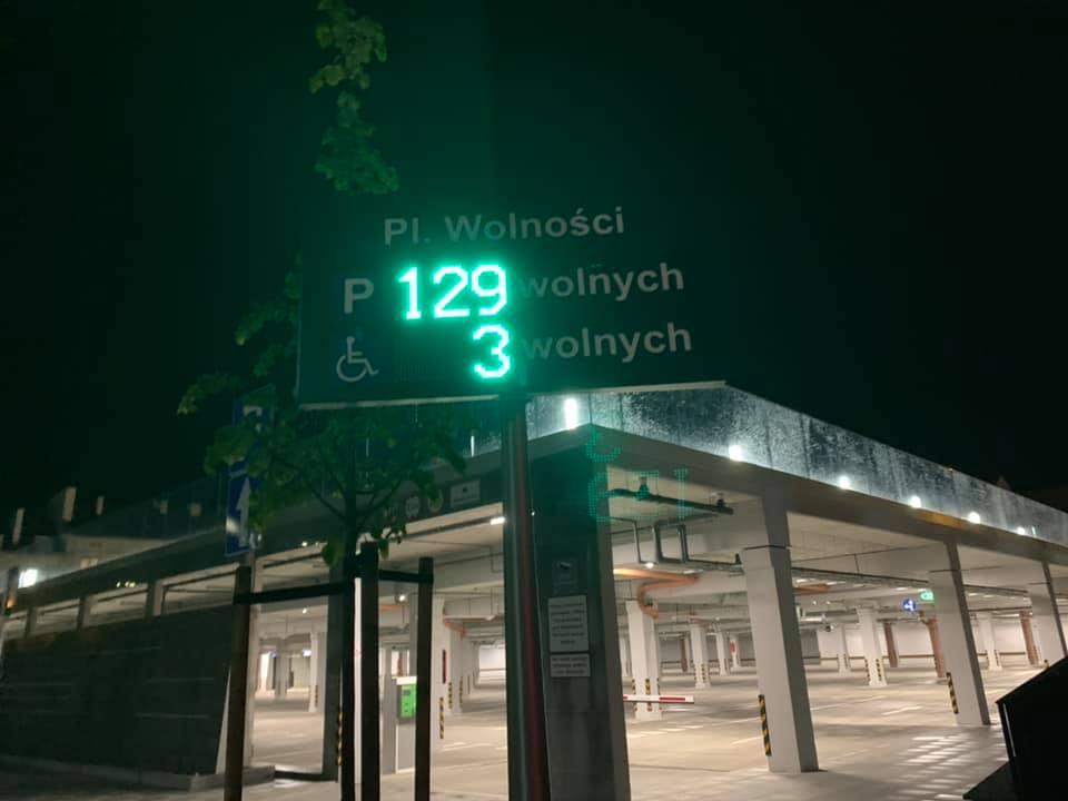 Parking na Placu Wolności podczas burzy za darmo? Wpłynęło zapytanie do prezydenta - Zdjęcie główne