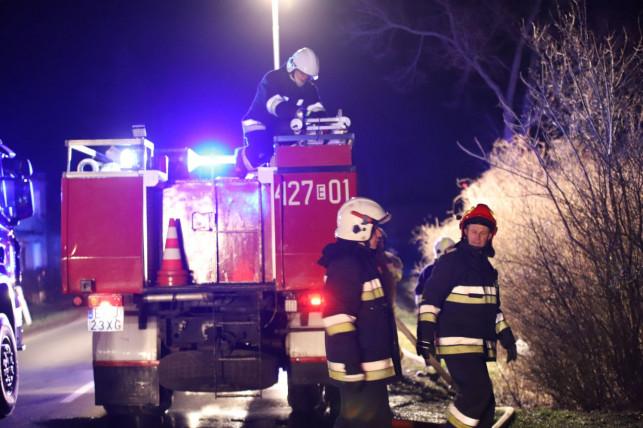 [ZDJĘCIA][AKTUALIZACJA] Pożar domu, jedna osoba ranna! W akcji prawie 30 strażaków! - Zdjęcie główne