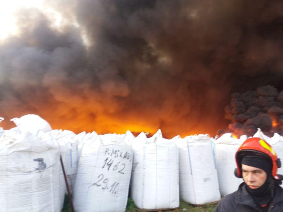 Pożar składowska śmieci w Grabowie: to było podpalenie! - Zdjęcie główne