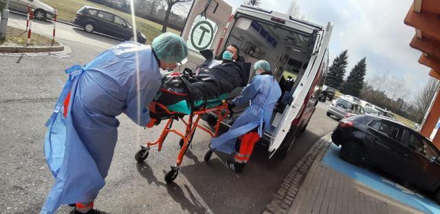 Koronawirus w Polsce. Główny Inspektor Sanitarny apeluje - Zdjęcie główne